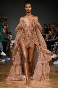 Selam Fessahaye Stockholm Printemps T Tendances Mode Beaut Mannequins Selam Fessahaye Stockholm Printemps T Tendances Mode Beaut Mannequins - Bilmece Haute Couture Style, Couture Mode, Couture Fashion, Runway Fashion, Womens Fashion, Fashion Week, Look Fashion, High Fashion, Fashion Outfits