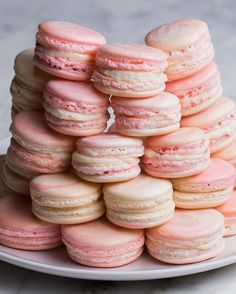 Strawberry Cheesecake Macarons Recipe is famous sweet dessert recipe full of healthy and tasty ingredients which include tasty strawberry and cheese flavor. Macaron Dessert, Ganache Macaron, Dessert Party, Dessert Table, Tea Party Desserts, Macaroon Cake, Milk Dessert, Dessert Shots, Macaron Cookies