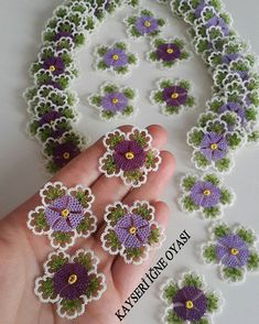 Crochet tatting tutorials - this site is full of great tutorials for all handcrafts. Helpful pictures, but explanations in German, - incek life Baby Knitting Patterns, Crochet Patterns, Fabric Flower Brooch, Fabric Flowers, Crochet Flowers, Crochet Lace, Crochet Toilet Roll Cover, Hand Embroidery Patterns Flowers, Tatting Jewelry