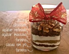 Sempre gostei desses presentes no pote! Vou tentar fazer esse! Brownies, Meals In A Jar, Xmas, Christmas, Small Gifts, Bakery, Food And Drink, Pudding, Homemade