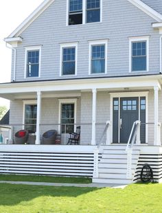 15 Examples Instead of using Lattice under the Deck - Nesting With Grace 15 Examples Instead of usin House Skirting, Deck Skirting, Shed Skirting Ideas, Front Porch Design, Deck Design, House Deck, House Front, Deck Underpinning Ideas, Under Deck Landscaping