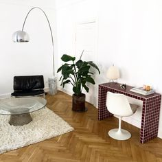 The Platner Coffee Table captures the decorative, gentle, and graceful side of modern design, making it an elegant addition to a living room of any decor. Home Office Design, Home Office Decor, Home Decor, Room Inspiration, Interior Inspiration, Bauhaus, Dream Apartment, Dream Decor, My New Room
