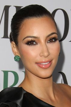 The natural makeup has been worn for some time by Hollywood stars and models like. If you want to bring out your natural beauty , the discreet make-up is the right style for you. Of course make-up and Glam Makeup, Makeup Inspo, Skin Makeup, Bridal Makeup, Kim Kardashian Eyebrows, Kardashian Beauty, Kourtney Kardashian, Perfect Makeup, Gorgeous Makeup