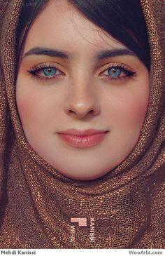 Iranian with green eyes Gorgeous Eyes, Pretty Eyes, Cool Eyes, Beautiful Muslim Women, Beautiful Hijab, Beautiful People, Moslem, Beauté Blonde, Belle Silhouette
