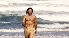 The Season 4 premiere of Poldark sees Ross (Aidan Turner) seething with jealousy over Demleza (Eleanor Tomlinson) and a riot involving Sam and Drake tearing Truro apart. Poldark Season 4, Poldark 2015, Demelza Poldark, Ross Poldark, Bbc Poldark, Aidan Turner Kili, Aidan Turner Poldark, Aiden Turner, Will Turner