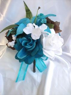 Blue and Brown Bridesmaids bouquets. :)