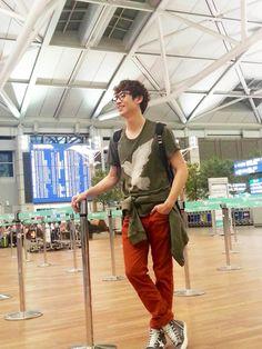 lee je hoon Lee Je Hoon, Airport Style, Airport Fashion, Capri Pants, Korea, Pop, Capri Trousers, Popular, Pop Music