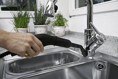Ποιος θα καθαρίσει τα λίπη στην κουζίνα; Εγώ! Όλες οι νοικοκυρές γνωρίζουν πόσο δύσκολο και χρονοβόρο είναι να διατηρηθεί η  κουζίνα καθαρή.  Τα προβλήματα λύνονται με ένα ατμοσύστημα Kärcher.  Ο ατμός είναι ιδιαίτερα αποτελεσματικός για διάλυση και απομάκρυνση κάθε είδους ρύπου στην κουζίνα. Home And Garden, Home Decor, Products, Cleanses, Garden, Decoration Home, Room Decor, Interior Design, Home Interiors