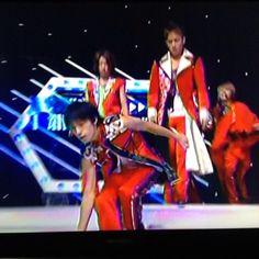 亮ちゃんが何か置いてみんな転けてく すばるくん転けるの下手くそね #関ジャニ∞ #錦戸亮