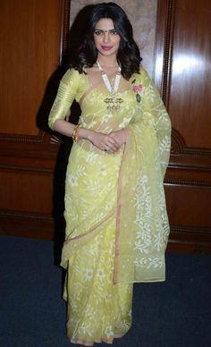 Priyanka Chopra Floral #Saree Look Priyanka Chopra Saree, Bollywood Saree, Wedding Outfits For Women, Floral Print Sarees, Ethnic Sarees, Desi Clothes, Saree Look, Saree Blouse Designs, Beautiful Indian Actress
