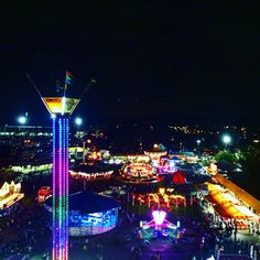 The neon of the fair looks so amazing at nights