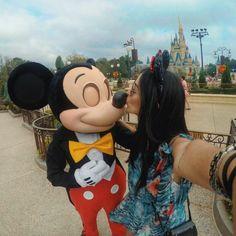 BESSST Selfie! Eu agarrei, beijei, dancei.... Ahhhhh eu tive o Mickey só pra mim hoje! Sério, não quero voltar pra realidade. (mais uma vez) Thank you so muchhhh @waltdisneyworld por essa experiência tão especial e inesquecível, nunca me senti tão VIP ❤ #visitorlando