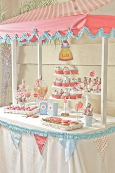 pink and baby blue party. wow.