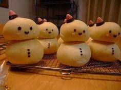ゆきだるまちゃん snowman custard cream bread. via cook pad. I think the translatey thing would work
