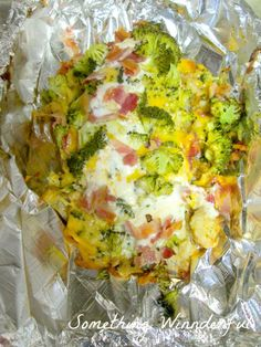 Super easy dinner recipe. Cheesy broccoli foil packet chicken with bacon and ranch.