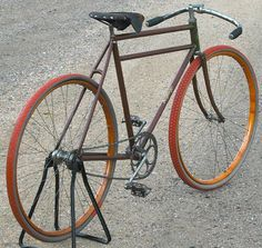 Essentials Of The Bicycle Wheels Wooden Bicycle, Bicycle Rims, Velo Vintage, Vintage Bicycles, Look Bicycles, Motorcycle Shop, Motorcycle Helmets, Old Cycle, Bicycle Drawing