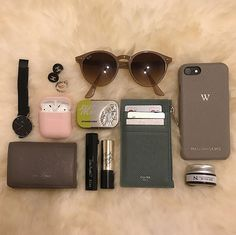 What In My Bag, What's In Your Bag, Inside My Bag, What's In My Purse, Purse Essentials, Accesorios Casual, Work Bags, Everyday Bag, Bag Organization