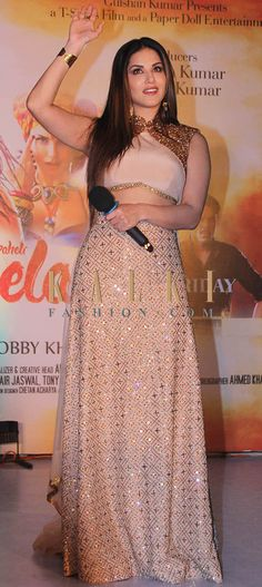 Must have Bollywood Style! Find a style match to the celebrity look of your… Indian Designer Outfits, Designer Dresses, Indian Dresses, Indian Outfits, Indowestern Gowns, Choli Dress, Bollywood Fashion, Bollywood Style, Indian Attire