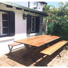 Viernes, finde largo y a disfrutar del aire libre ☀️Mesa y bancos X 👌🏻#viernes #findelargo #xxl #disfrutar #relax #airelibre #mesa #bancos #x #madera #hierro #exterior #jardin #patio #deco #decor #homedecor #espacios