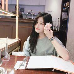 Bff Poses, Girl Poses, Ulzzang Korean Girl, Cute Korean Girl, Korean Aesthetic, Aesthetic Girl, Beautiful Girl Image, Beautiful Asian Girls, Cute Husky Puppies