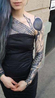 I have got some amazing pics for blackwork tattoo design dont forget to visit for latest image collections of Blackwork tattoo ideas Tattoo Designs For Girls, Tattoo Designs Men, Hairline Tattoos, Nouveau Tattoo, Latest Tattoo Design, Throat Tattoo, Tattoed Women, Fire Tattoo, Gothic Tattoo