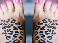 I like her pink toes(hehe), but seriously, I love the leopard print on both feet! Foot Tattoos, All Tattoos, Body Art Tattoos, Tattoos For Women, Tattoo Designs For Girls, Henna Tattoo Designs, Tattoo Drawings, I Tattoo, Pink Leopard Nails
