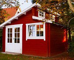 """Gärten in ganz Deutschland verwandeln sich derzeit in goldgelbe, rote und orange Blättermeere. In unserem herbstlich-rostroten Design-Gartenhaus """"Martii"""" lassen sich die letzten Sonnenstrahlen besonders gemütlich genießen!   #gartenhaus #herbst #designgartenhaus http://www.blockhaus-24.de/shop/design-gartenhaus/gartenhaus-martii/ http://www.blockhaus-24.de/c/gartenhaus/design-gartenhaus/"""