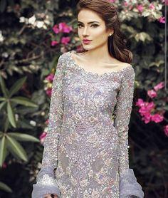 A closer look at the detailing! Walima Dress, Pakistani Formal Dresses, Mehndi Dress, Pakistani Outfits, Shadi Dresses, Pakistani Clothing, Gala Dresses, Party Dresses, Desi Clothes