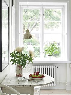 cozy dining nook in the kitchen..