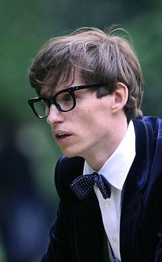 Eddie as Stephen Hawking in The Theory of Everything - I need that bow tie
