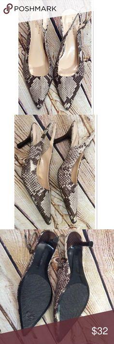 SZ 10 ANNE KLEIN IFLEX SNAKE PRINT SLINGBACK SHOES Like brand new. Maybe worn once these beautiful pumps boast a beautiful print, closed toe with adjustable heel strap. No damage. Anne Klein Shoes Heels