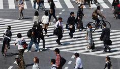 Kesal karena selalu ditabrak orang yang terlalu asik dengan smartphone mereka? Mungkin Indonesia perlu meniru Cina yang membangun jalur pedestrian khusus pengguna smartphone. Apakah Indonesia akan menyusul? http://on-msn.com/1vJm9mi