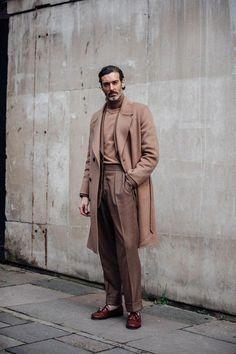 London Fashion Week Men's Street Style - Men's style, accessories, mens fashion trends 2020 Mens Fashion 2018, London Fashion Week Mens, Latest Mens Fashion, Fashion Trends, Men's Fashion, Fashion Styles, British Mens Fashion, Fashion Tips, Short Man Fashion