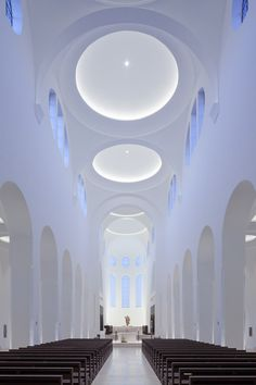 Moritz Church by John Pawson - St. Moritz Church by John Pawson St. Moritz Church by John Pawson Sacred Architecture, Religious Architecture, Church Architecture, Chinese Architecture, Light Architecture, Sustainable Architecture, Church Interior, Interior Exterior, Cove Lighting