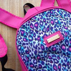 Más que una marca somos estilo. Modelos disponibles para las chicas más atrevidas que aman mezclar colores y estampados . Para consulta de precios escribenos a fuchsiavzla@gmail.com o deja tu correo en un comentario y te enviamos toda la información. #designersvenezuela #designersvzla #diseño #diseñovenezolano #closetvenezolano #closetcriollo #estilo #moda #fuchsia #tiendafuchsia #fuchsialovers #backpack #morral #bolso #mochila #bags #emprendimiento #venezuela #brand