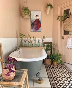 Great Small Bathroom with Bathtub Design Ideas You Will Love - Buhnenbild Bohemian Bathroom, Bohemian Decor, Bohemian Style, Bohemian Homes, Entspannendes Bad, Bad Styling, Bathroom Design Small, Small Bathrooms, Bathroom Designs