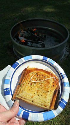 Camping Meal Planning, Camping Menu, Camping Foods, Backpacking Food, Camping Ideas, Campfire Desserts, Campfire Food, Campfire Recipes, Hobo Pies