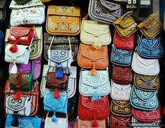 A beautiful collection of a Perfect Boho Style Bags From Moroccan Berber hand made Bags Hippie Life, Vintage Couture, Moroccan Style, African Wear, Decorating Small Spaces, Vera Bradley Backpack, Clutch Bag, Boho Fashion, Handbags