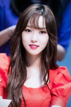 Kpop Girl Groups, Kpop Girls, Asian Woman, Asian Girl, Gfriend Profile, Gfriend Yuju, G Friend, Chinese Actress, Beautiful Asian Women