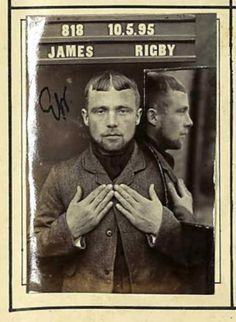ames Rigby: This 23-year-old soldier was on 20 November 1893 because of an equal number of thefts arrested: he had pears, a pillow insert, cloth, two cows and five sheep skins, a wallet, two doves and a rabbit stolen. And to top it all even attacked a policeman. The court sentenced him to 18 months of forced labor and two years of subsequent monitoring by the police. prison of Dorchester Vintage Photographs, Vintage Images, Vintage Men, Old Pictures, Old Photos, Spiegel Online, Selfies, Working People, Through The Looking Glass