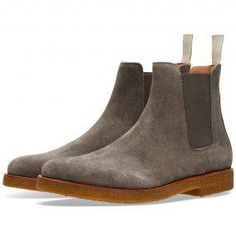 Established in 2004, Italian label Common Projects have steadily become renowned for their slick utilitarian design paired with a dedication to fine Italian craftsmanship. The Chelsea Boot is constructed from a premium waxed suede with an elasticated gusset at either side. The model sits atop a rubber crepe sole and comes finished with the signature gold debossed numbers at the heel and grosgrain pull tab. Suede Upper Elastic Gussets Grosgrain Heel Pull Tapered Toe Gold-Debossed Numbers At…