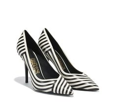 Elegant pump featuring bold graphic stripes and a gold Ferragamo signature inlaid on the sole. Collection SS 2016
