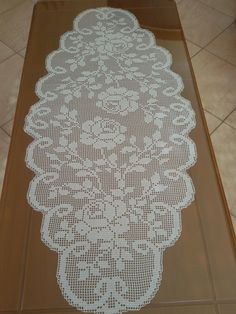 Semi tejido a ganchillo 💛 - Meine Arbeiten! Crochet Table Topper, Crochet Table Runner, Crochet Tablecloth, Crochet Doily Patterns, Crochet Doilies, Crochet Lace, Baby Girl Dress Patterns, Unique Gifts For Mom, Lace Runner