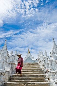 Wot Rong Khan, or the all-white temple in Chiang Rai Province, Thailand.