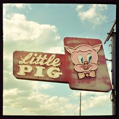 Little Pig ~ old sign.... Alphabet, letters, words, typefaces... do you know www.kidimo.com too ?