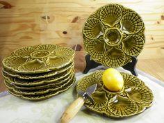 2 assiettes à huîtres en barbotine verte de Sarreguemines France   Disponibilité : 8 assiettes   Arts de la Table Made in France 1960 de la boutique LovelyFrance sur Etsy