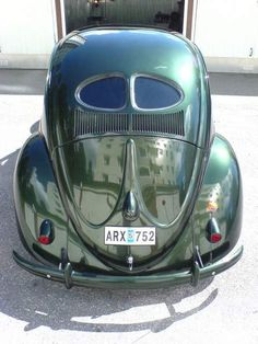Classic Car News Pics And Videos From Around The World Volkswagen Karmann Ghia, Volkswagen Bus, Vw T1, German Look, Vw Vintage, Vintage Green, Kdf Wagen, Vw Parts, Beach Buggy