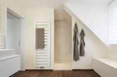die 53 besten bilder von bad dachgeschoss badezimmer dachgeschosse und badezimmerideen. Black Bedroom Furniture Sets. Home Design Ideas