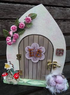 ALICE IN WONDERLAND-inspired wooden fairy door. Custom made to order and decorated by hand. Wooden Christmas Tree Decorations, Wooden Wreaths, Mini Fairy Garden, Fairy Gardens, Diy Fairy Door, Door Crafts, Fairy Jars, Fairy Crafts, Autumn Wreaths