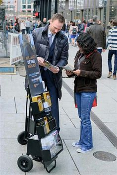 Was lehrt die Bibel wirklich? (Germany) Have you investigated what's on the Public Witnessing carts in your area? #literature_cart
